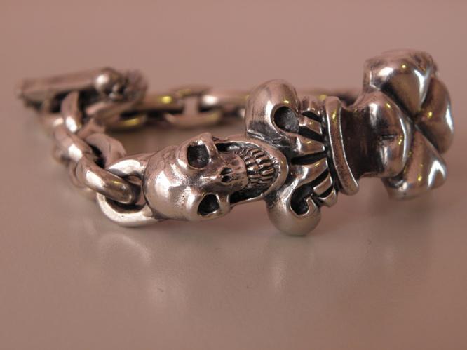 画像2: 2Skull On 4Heart Crown & Chain Links Bracelet