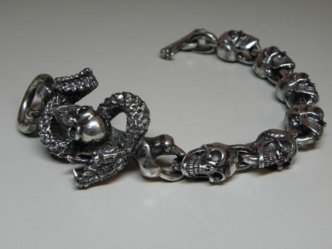 画像3: Skull On Snake With Skulls Links Bracelet