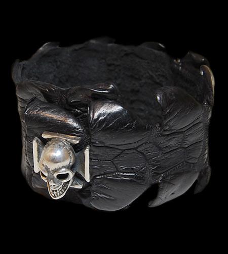 画像1: Skull On Iron Cross W-Spine Crocodile Tail Bracelet