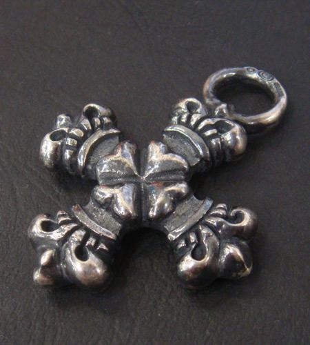 画像4: Half 4Heart Crown Short Cross Pendant