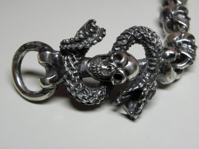 画像2: Skull On Snake With Skulls Links Bracelet