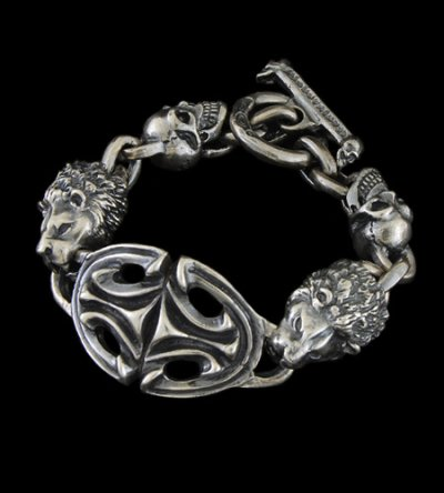 画像1: Sculpted Oval With 2 Lions & 2Skulls Bracelet