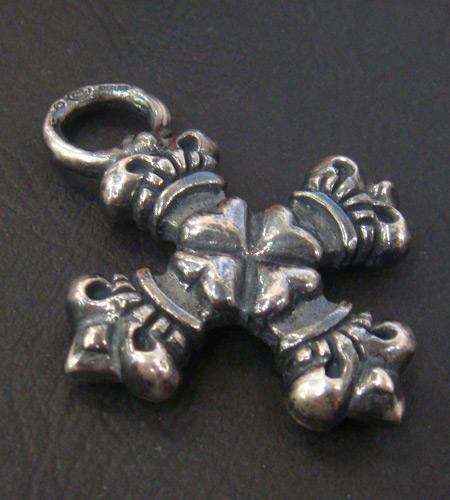 画像3: Half 4Heart Crown Short Cross Pendant