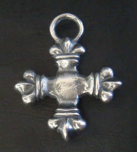 画像2: Quarter 4 Heart Crown Short Cross Pendant