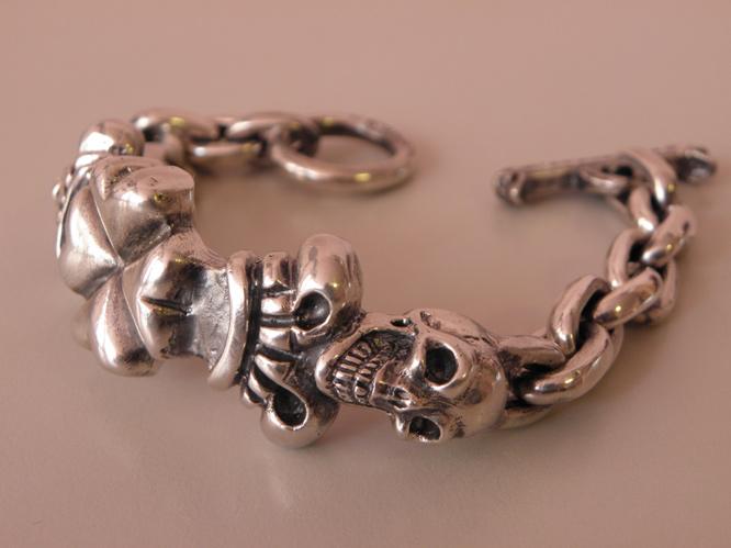画像4: 2Skull On 4Heart Crown & Chain Links Bracelet