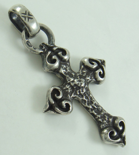 画像2: Quarter 4 Heart Chiseled Cross With H.W.O Pendant