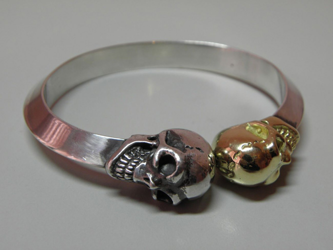 画像2: 18k Gold & Silver Skull Triangle Wire Bangle
