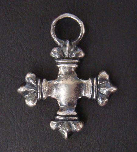 画像2: Half 4Heart Crown Short Cross Pendant