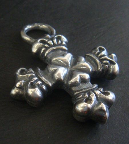 画像3: Quarter 4 Heart Crown Short Cross Pendant