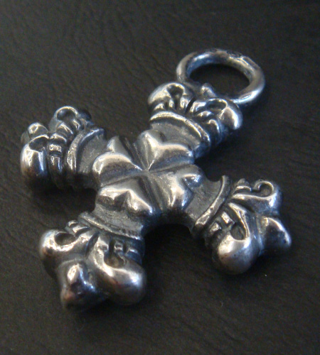 画像4: Quarter 4 Heart Crown Short Cross Pendant